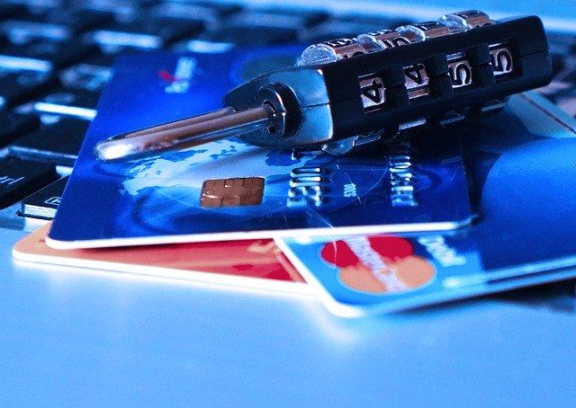 credit-card-1591492_640